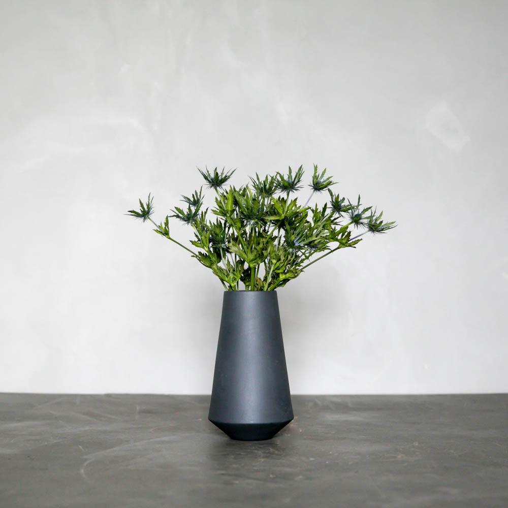 Månedens Afskårne i Ferm Sculpt Vase Well